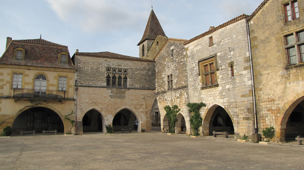 medieval town square monpazier bastide town Monpazier (24)
