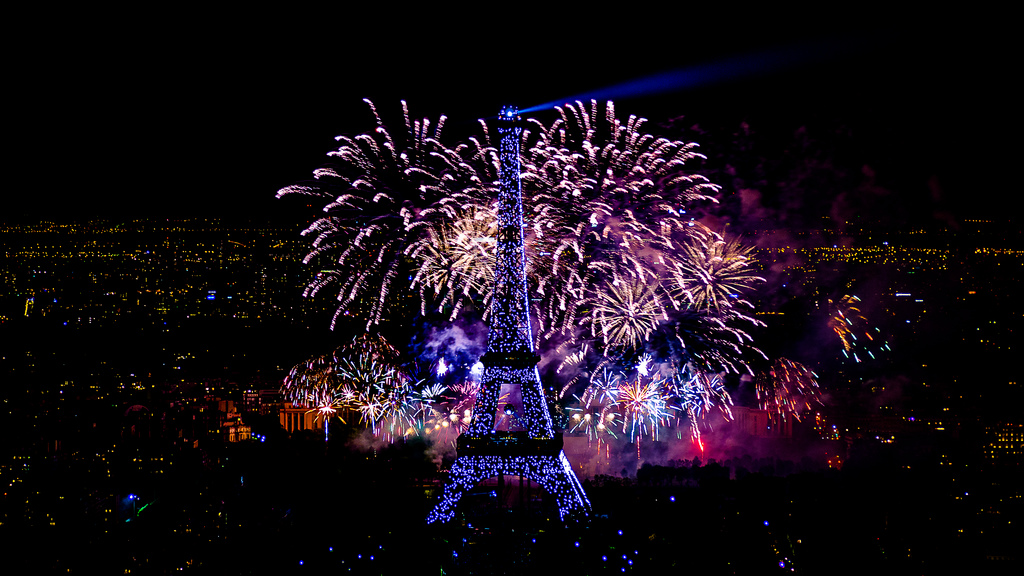 paris vu de la tour montparnasse  fireworks on eiffel tower jpgEiffel Tower At Night With Fireworks 2012